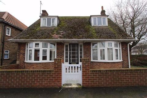 3 bedroom detached bungalow for sale - Elma Avenue, Bridlington, East Yorkshire, YO16