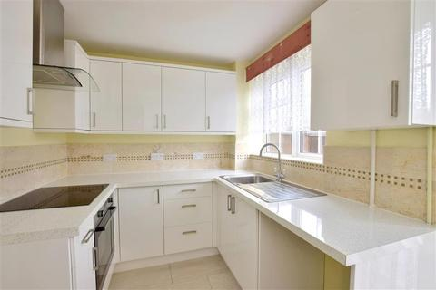 3 bedroom semi-detached house for sale - Nutley Close, Ashford, Kent