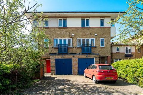 4 bedroom semi-detached house for sale - Castleview Close, London