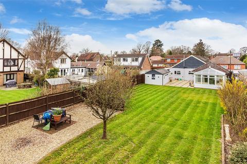 4 bedroom detached house - Balcombe Gardens, Horley, Surrey, RH6
