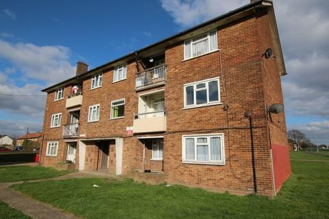 3 bedroom flat to rent - Hutchinson Court, Chadwell Heath RM6