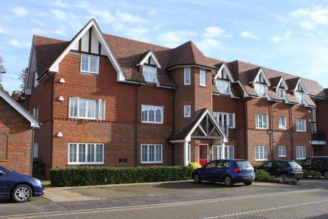 3 bedroom apartment for sale - Oakfield Close, Amersham, Bucks HP6