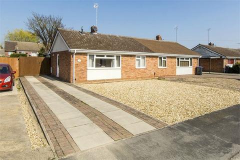 2 bedroom semi-detached bungalow for sale - Fleetwood Close, Market Harborough, Leicestershire