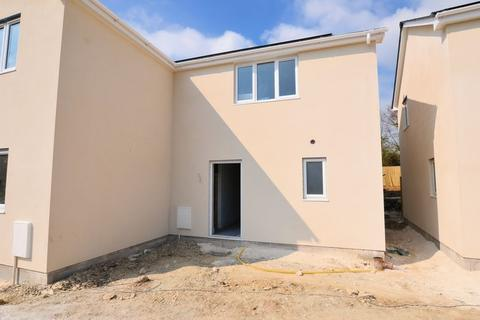 2 bedroom semi-detached house for sale - Attention 1st time/investment buyers!