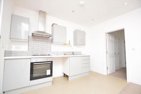 2 bedroom flat to rent - Churchfield Road, Gerrards Cross