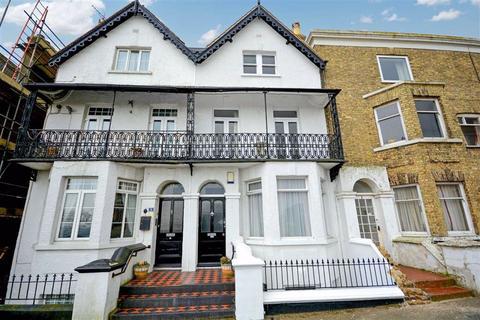 4 bedroom terraced house - Queens Gardens, Broadstairs, Kent