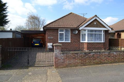 2 bedroom detached bungalow for sale - Spinney Way, Parklands, Northampton NN3 6NJ