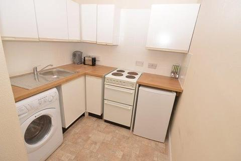 3 bedroom flat to rent - Blackwood Crescent, Edinburgh, EH9 1QX