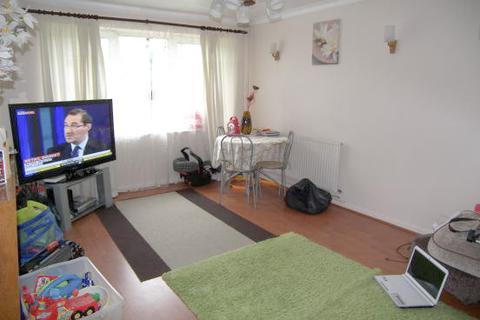 2 bedroom flat to rent - Vernon Crescent, East Bartnet, Herts, EN4