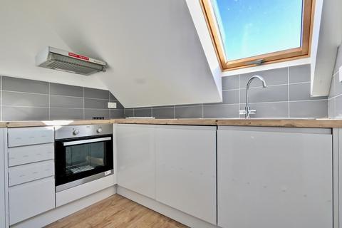 Studio to rent - High Road, Ickenham, UB10