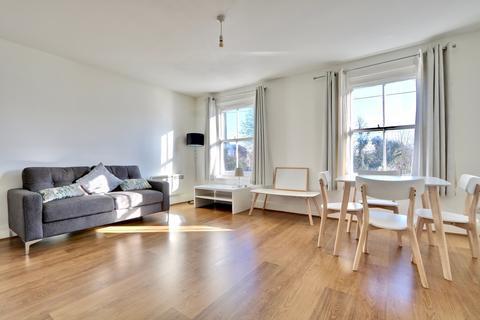 2 bedroom flat to rent - High Road, Ickenham, UB10