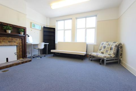 3 bedroom flat to rent - Western Parade, Uxbridge, UB10