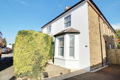 4 bedroom semi-detached house to rent - New Road, Uxbridge, UB8