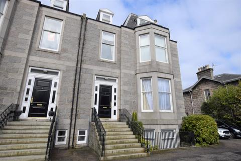 3 bedroom flat to rent - Queen's Gate, West End, Aberdeen, AB15 5XZ
