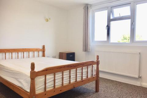8 bedroom house share to rent - Large Double Room Arbury Road