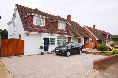 4 bedroom semi-detached house for sale - Kingswood Crescent, GREAT WHEATLEYS!, Rayleigh, SS6
