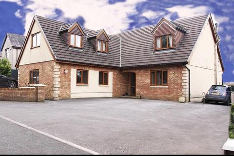 5 bedroom detached house for sale - Hafod Road, Tycroes, Ammanford