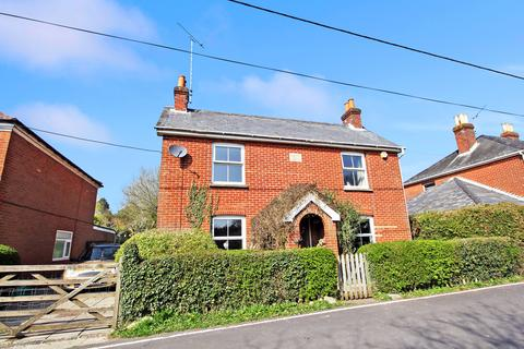 4 bedroom detached house to rent - The Dene, Ropley, Alresford