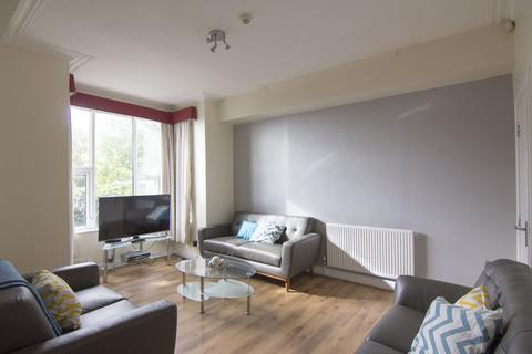 7 bedroom property to rent - 10 Stanmore Place, Burley