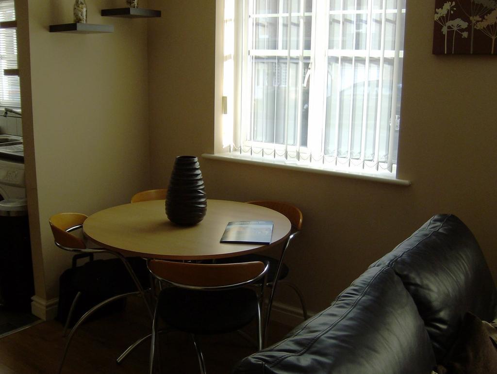 Lounge Dining/Area