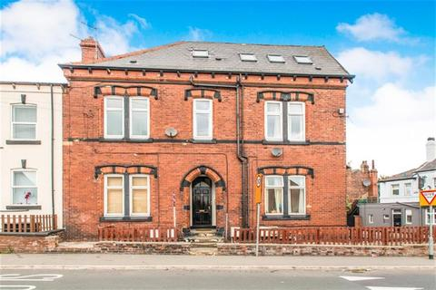2 bedroom flat for sale - Whingate Road, Wortley, LS12