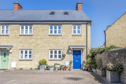 3 bedroom house for sale - Butchers Court, Witney, OX28