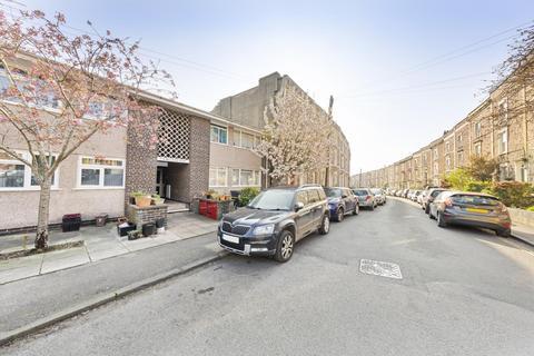 2 bedroom flat to rent - Bellevue Court, Bellevue Crescent, BS8