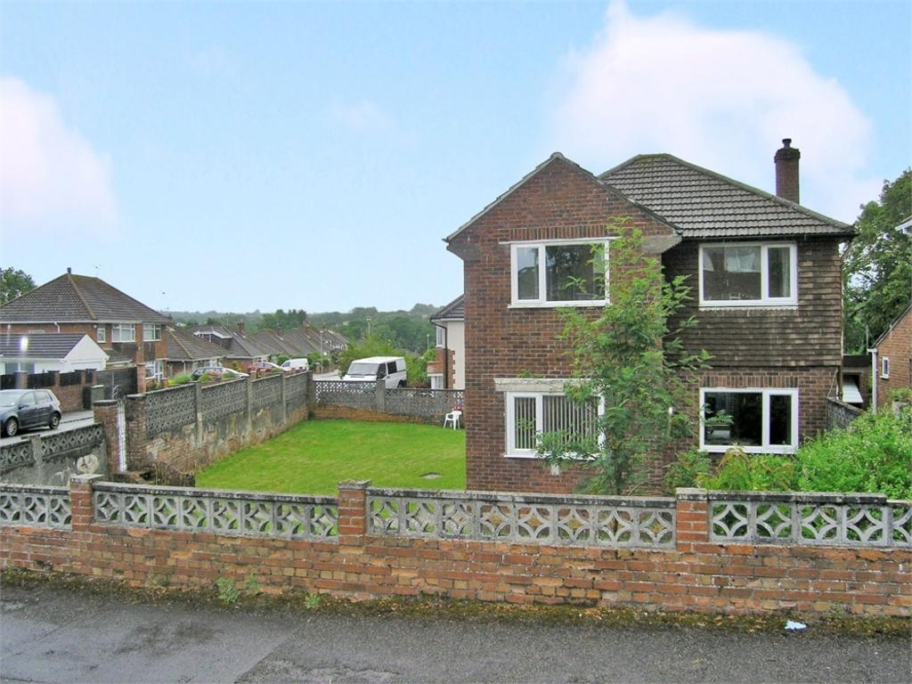 3 Bedrooms Detached House for sale in Westminster Drive, Cyncoed, Cardiff
