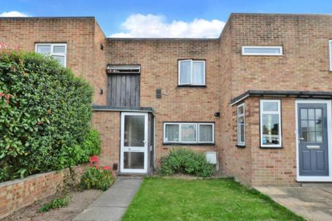 3 bedroom semi-detached house for sale - Falcon Drive, Stanwell, TW19
