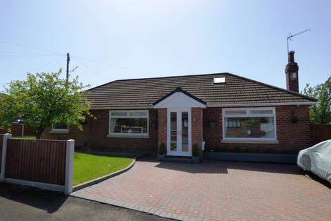 3 bedroom detached bungalow for sale - Dene Way, High Lane, Stockport, SK6