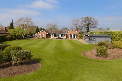 4 bedroom detached bungalow for sale - Spen Green, Sandbach