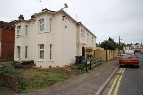 4 bedroom semi-detached house to rent - Queensland Road, Pokesdown, Bournemouth