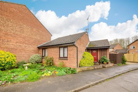 2 bedroom semi-detached bungalow for sale - Hampton Court Close, Towcester