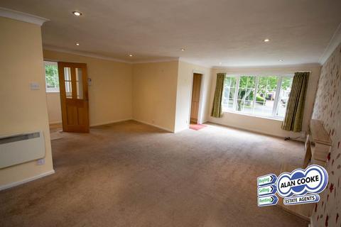 2 bedroom flat for sale - Scott Hall Road, Moortown