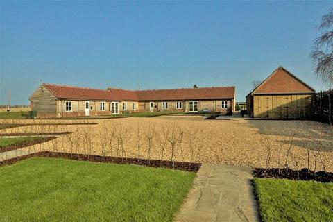 2 bedroom barn conversion to rent - Shellingford, Oxfordshire