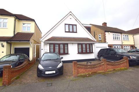 4 bedroom bungalow for sale - Blacksmiths Lane, Rainham