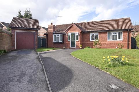 4 bedroom detached bungalow for sale - Mere Bank, Davenham.