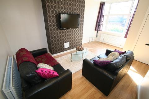5 bedroom property to rent - 10 Talbot Mount, Headingley
