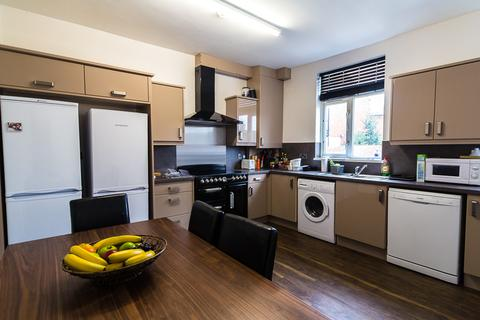 6 bedroom property to rent - 18 Knowle Road, Burley