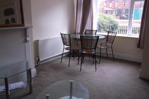 2 bedroom flat - 13 Hessle Walk, HydePark