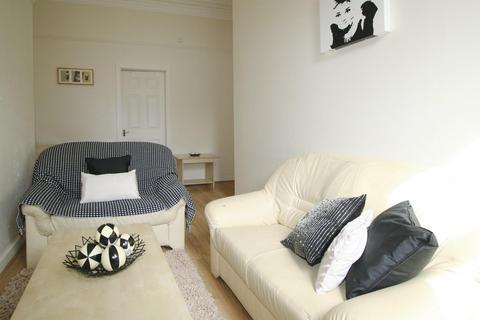 2 bedroom flat to rent - Flat 2, 11 Ash Grove, HydePark