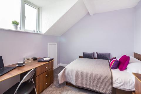 5 bedroom property to rent - 22 St Anns Mount, Burley