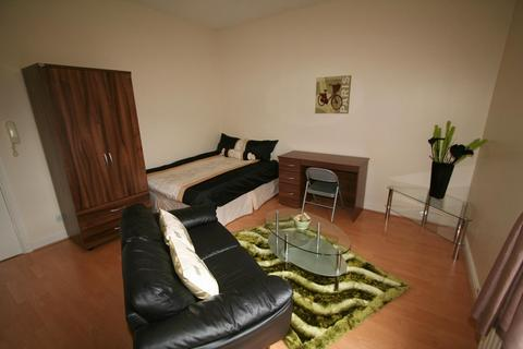 Studio to rent - Flat 4, 2 Moor View, Hyde Park