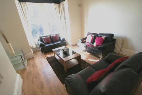 6 bedroom flat to rent - Flat 2, 4 Winstanley Terrace, HydePark