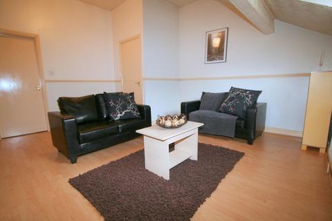 2 bedroom flat to rent - Flat 6, 227 Hyde Park Road, HydePark