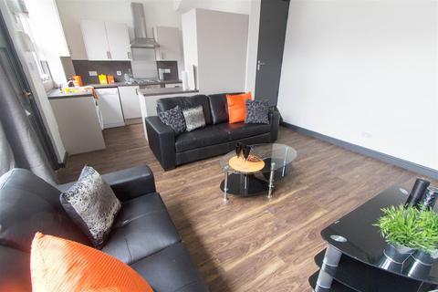 5 bedroom property to rent - 44 Beechwood View, Burley
