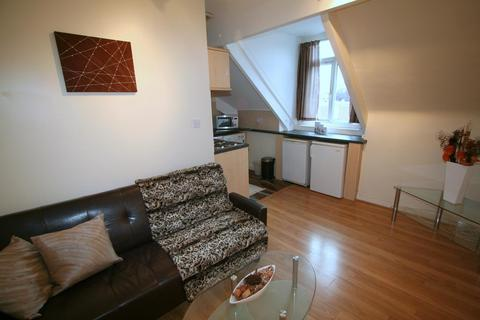 1 bedroom flat to rent - Flat 6, 2b Wood Lane, Headingley