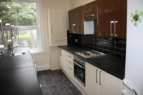 6 bedroom flat to rent - Flat 2, 205 Hyde Park Road, HydePark