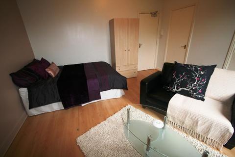 Studio to rent - Flat 4. 3 Moor View, HydePark