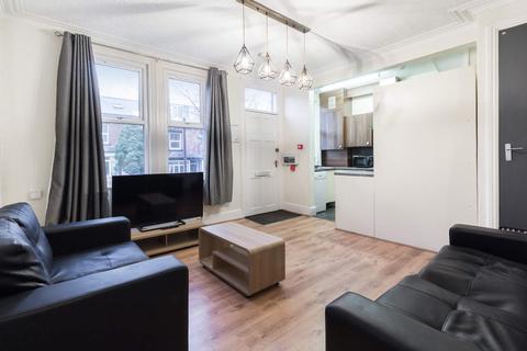 5 bedroom property to rent - 48 Beechwood Mount, Burley